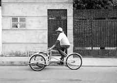 Triciclero (Marcos Núñez Núñez) Tags: streetphotography urban calle fotografíacallejera blackandwhite streetphotographer bw blancoynegro triciclo sombrero ruedas oaxaca tuxtepec geometría