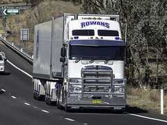 2015 Kenwrth K200 of Rowan's Transport, Griffith NSW (Paulie's Time Off Photography) Tags: a39oxleyhighway bdouble kenworthk200 nswcq56fq k200 kenworth olympus olympusomdem10 paulleader vehicle truck australianroadtransport roadtransport roadhaulage road highway transport transportation australiantrucks aussietrucks roadfreight primemover lorry coe cabover nsw newsouthwales australia rowanstransportgriffith