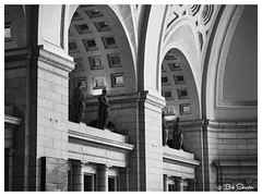 Union Station in Black and White (PEN-F_Fan) Tags: olympuspenf northamerica monotone pencamera photoframe photoedge photoborder mft m43 mzuiko12100mmf40pro monochrome mirrorless microfourthirds train style statue type zoomlens unitedstates unionstation processingsoftware preset postprocessing raw statuary sculpture romanlegionnaire lens blackandwhite building buildingfeatures alienskin alienskinexposure amtrack camera filmlook historicalsite interior captureone effect exposurex4
