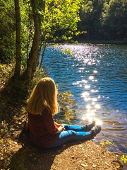 Sparkles (bjorbrei) Tags: water lake pond tarn shore forest tree backlight sparkling sparkles shimmer glimmering langemann linderudkollen solemskolen lillomarka marka oslo norway