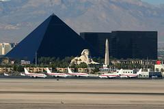 Luxor Hotel, Las Vegas, October 30th 2004 (Southsea_Matt) Tags: canon 10d autumn 2004 october unitedstatesofamerica usa nevada lasvegas luxor hotel klas las mccarran janet eg boeing 737 aviation aircraft plane transport