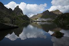 in di da bellezza @Laghetto Campolungo (Ticino, CH) (Toni_V) Tags: m2408619 rangefinder digitalrangefinder messsucher leicam leica mp typ240 type240 28mm elmaritm12828asph hiking wanderung randonnée escursione alps alpen leventina tessin ticino bergsee mountainlake lagoleit laghettocampolungo capannaleitcas landscape mountains pizzodelprévat switzerland schweiz suisse svizzera svizra europe summer reflections clouds ©toniv 2018 180818