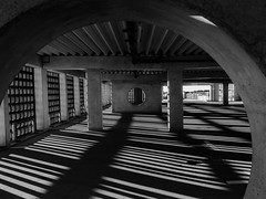parking range (ro_ha_becker) Tags: architecture architektur monochrome zwartwit schwarzweiss biancoenero blancetnoir blackandwhite blancoynegro fujix70