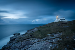 stoer lighthouse II, scotland (Tafelzwerk) Tags: scotland schottland leuchtturm lighthouse stoerlighthouse stoer leuchtfeuer light licht cliff klippe fels mountain rock himmel sky bluehour blauestunde nacht night abend sunset sonnenuntergang highlands lowlands uk nikon d810 1635mm ocean meer sea hafen bay küste coast landscape landschaft stones steine