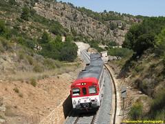 Tren de cercanías de Renfe (Línea C-3) a su paso por BUÑOL (Valencia) (fernanchel) Tags: adif ciudades renfe buñol spain bunyol поезд bahnhöfe railway station estacion ferrocarril tren treno train c3 tunel cercanías rodalies