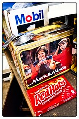IT SEEMS LIKE YESTERDAY (akahawkeyefan) Tags: lunch box morkandmindy davemeyer redhots