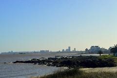 Por el barrio (Sof-Xcaret24) Tags: paisaje naturaleza costa bahia mar vegetacion casas mansiones misterio inmuebles sunset buildings rambla playa estuario rio