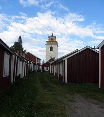 old village (helena.e) Tags: helenae semester norrland husbil motorhome älsa rv sommar summer gammelstadskyrkstad luleå kyrka church stuga cottage gräs