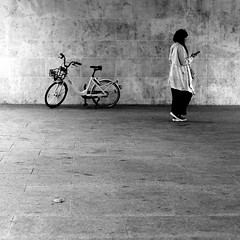 In the opposite direction (pascalcolin1) Tags: paris13 femme woman vélo bike bicyclette bicycle tunnel chanel