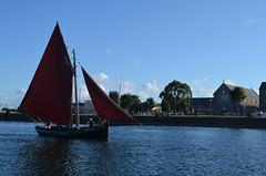 Galway (Heleplatas) Tags: barco ship velero agua río galway ireland sky summer