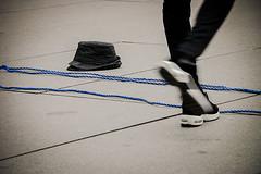 Showtime (Solène.CB) Tags: paris france man show showtime spectacle rope blue corde bleue hat chapeau beaubourg solènecb canoneos70d street rue feet pieds placeigorstravinsky