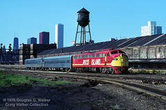 RI 655 - Chicago IL - 07/04/76 (RockAndRail) Tags: rockisland chicagorockislandpacific crip ri ri655 e8a eunit emd chicago illinois ri11 train11 ritrain11 peoriarocket chicagoiltopeoriail chicagoillinois chicagoil downtown urban searstower generalmotorselectromotivedivision electromotivedivision passengertrain passenger train intercity intercitytrain railroad railway diesel locomotive watertower eriewarehouse 15202 built352 2047a6
