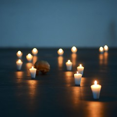 CAMINO DE LUZ. (NIKONIANO) Tags: light candle vela luz