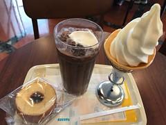 バウムクーヘンとソフトクリーム (96neko) Tags: snapdish iphone 7 food recipe ドトールコーヒーショップエッソ平塚北店