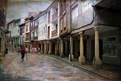 Avilés (Asturias) (alanchanflor) Tags: canon color textura calle gente columna avilés asturias españa