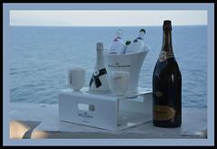 Aperitivo a Portofino (Super Mario Bros1) Tags: portofino liguria mare aperitivo champagne bottiglia ferrari bicchieri moetchandon