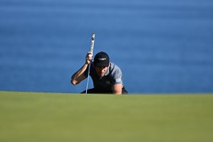 Je te vois (Patrick Doreau) Tags: golf blue green golfeur golfer bleu vert herbe mer sea bretagne brittay doreau