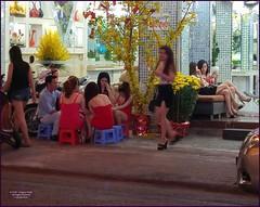 Vietnam HCMC Hair Night Salon 20180220_192251 LG (CanadaGood) Tags: asia asean seasia vietnam hcmc hochiminhcity saigon building people person fashion flowers massage hairsalon canadagood 2018 thisdecade color colour cameraphone