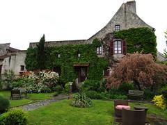 Charroux - Allier (Cherryl.B) Tags: village pittoresque charme maison bâtiment végétation jardin pelouse arbre vert bourbonnais fenêtre allée tourisme