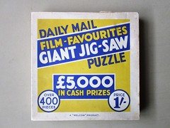 Film-Favourites box lid (pefkosmad) Tags: films movies stars british jigsaw puzzle hobby leisure pastime dailymail newspaper filmfavourites giantjigsawpuzzle card competition jigsawcomplete insertsmissing £5000incashprizes awelcomproduct over400pieces used secondhand