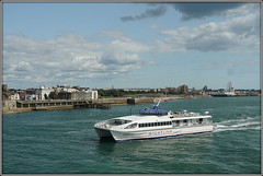 Wight Ryder II (Jason 87030) Tags: boat ship craft vessel wightryderii 2 2009 2018 built ferry passengers pompey portsmouth chimes ryde solent sea coast water e blue harbour pier clouds august weather light