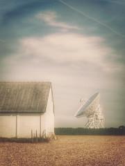 Landscape_91 (Maciej Lemanik) Tags: countryside textured sunny radiotelescope