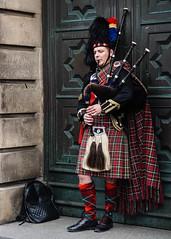 Bagpiper on the Royal Mile, Edinburgh (p.mathias) Tags: royalmile bagpiper bagpipe bagpipes piper scotland edinburgh tartan scot scots scottish sony a5100