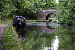 20180818_that canal picture (Damien Walmsley) Tags: grandunioncanal reflections bridge reflection england knowle solihull water longboat towpath