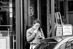La fumeuse de la Cantine des Photohgraphes (Paolo Pizzimenti) Tags: femme dame paris pluie cantine photographes paolo olympus zuiko omdem1mkii 25mm f18 film pellicule argentique doisneau m43 mirrorless 75mm