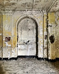 This room only cost me 5 World of Hyatt points. Probably be more in 2020. (neilsharris) Tags: abandonedchicago