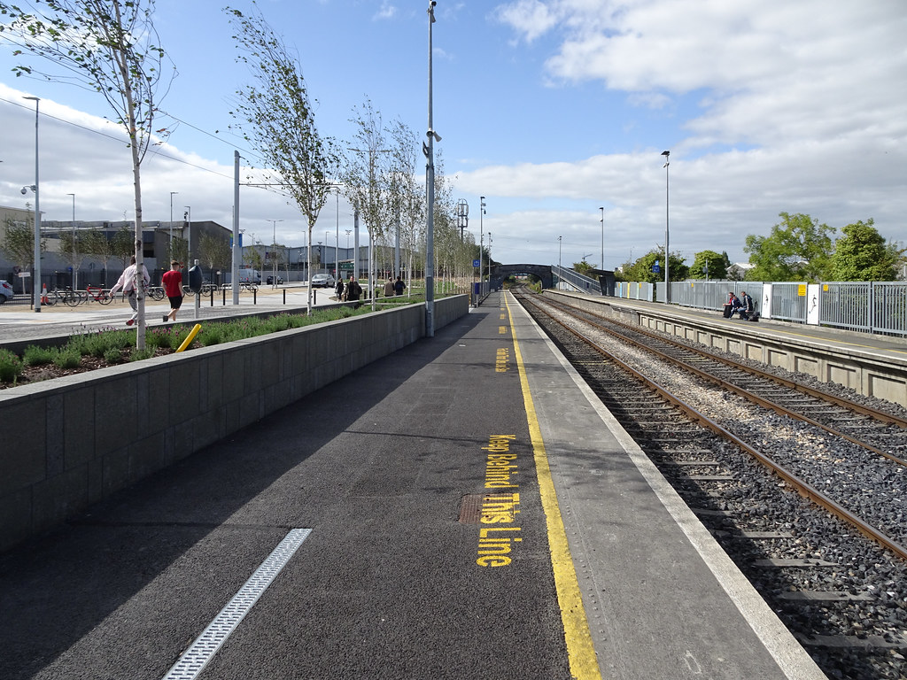 AT LONG LAST THEY HAVE INTEGRATED BROOMBRIDGE TRAM STOP WITH THE TRAIN STATION [PHOTO DIARY 3 SEPTEMBER 2018]-143854