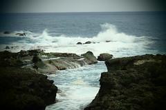 Shihtiping un peu plus tard (2) (8pl) Tags: océan mer côte pierre roche rochers eau ciel baie taïwan shihtiping vagues mouvement remous agitation maritime décor magie marin bleu intemporel nature seascape 石梯坪 éclat