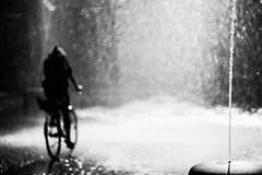 Sharpness is overrated (Black&Light Streetphotographie) Tags: monochrome mono menschen menschenbilder leute people personen urban wow blur blurring bokeh bokehlicious blackandwhite bw blackwhite water rain fountain dof depthoffield fullframe vollformat city closeup sony streetshots streets streetshooting streetportrait street sw streetphotographie sonya7rii