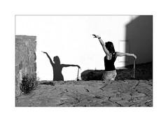 Posing (Franco & Lia) Tags: street fotografiadistrada photographiederue castelsardo sardegna sardinia shadows ombre contrasto contrast biancoenero noiretblanc schwarzundweiss blackwhite girl ragazza