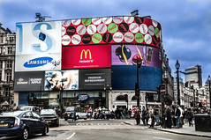 Piccadilly Circus (Nunzio Pascale) Tags: piccadillycircus london cars street streetphotography colours londra