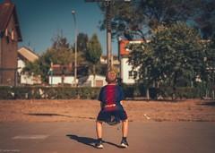 David... (hobbit68) Tags: sommer fujifilm xt2 himmel sohn son basketball ball trikots unicef barcelona sonne play baum 🌲 tree haus house