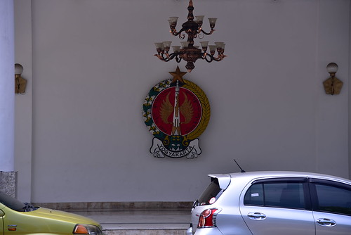 State badge/ crest in the varendah of the State Assembly