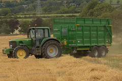 John Deere 6920S Tractor with a Broughan Engineering Mega HiSpeed Trailer (Shane Casey CK25) Tags: john deere 6920s tractor broughan engineering mega hispeed trailer jd green carrigtohilll traktor traktori tracteur trekker trator ciągnik grain harvest grain2018 grain18 harvest2018 harvest18 corn2018 corn crop tillage crops cereal cereals golden straw dust chaff county cork ireland irish farm farmer farming agri agriculture contractor field ground soil earth work working horse power horsepower hp pull pulling cut cutting knife blade blades machine machinery collect collecting nikon d7200