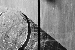 diagonal (Cosentino Aran) Tags: sun glass circles diagonal blackandwhite monocromatico life dark line minimal