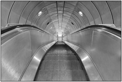 180814-0943 GOING UNDERGROUND (28HR) Tags: tatemodern museum london city southbank underground tube station southwark architecture monochrome blackwhite steel stainlesssteel