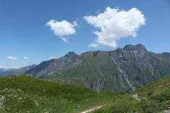 descente sur la Léchère (bulbocode909) Tags: valais suisse valferret laléchère montagnes nature paysages nuages sentiers vert bleu groupenuagesetciel