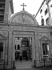 Campiello S. Giovanni (Gijlmar) Tags: itália italy italien italie włochy ита́лия ιταλία europa ευρώπη europe avrupa европа veneza venice venezia venedig venecia вене́ция venise βενετία blackandwhite blackwhite bw pretoebranco pretobranco pb