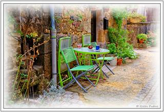 Les chaises vertes du coin lecture