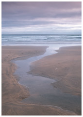 Crooklets Beach, Bude, Cornwall(#14) (S.R.Murphy) Tags: august2018 bude cornwall crookletsbeach england uk gb beach sea ocean water sand seascape coast coastallandscape landscape fujifilmxt2 fujifilmxf1855mm lee06ndgrad leefilters minimal minimalist minimalism simple sky bay longexposure
