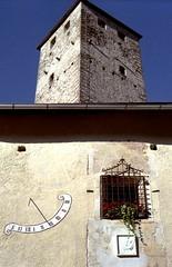 Schloss Welsberg (Monguelfo) (Mattia Camellini) Tags: altoadige sudtirolo weltiic carlzeissjena tessar2850mm welta fujicolorsuperia200 analog pellicola film35mm canoscan9000fmarkii monguelfo castello castle schlosswelsberg meridiana mattiacamellini dolomites