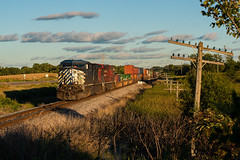 CEFX 1051 (shawn_christie1970) Tags: medina minnesota unitedstates us summer codeline cefx1051 canadianpacific ge ac44cw paynesvillesub train railroad