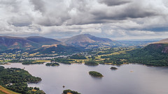 At one's feet (grobigrobsen) Tags: unitedkingdom greatbritain england northengland cumbria lakedistrict derwentwater lake travel hiking holiday tour outdoor landscape sky hills