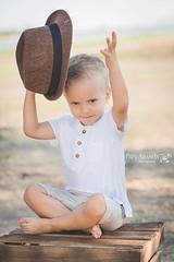 Fotografía de niño en León, Gto (Paty Aranda) Tags: sesión fotografía sombrero niños infantil aire libre naturaleza pensando león gto