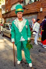2010-02-06 Desfile de Llamadas en Montevideo (01) - Desfile de Llamadas (Parade der Rufe), Karnevalsumzug in Montevideo, Uruguay (mike.bulter) Tags: karneval carnival umzug parade karnevalsumzug desfiledellamadas man mann menschen montevideo people southamerica suedamerika uruguay barriosur ury carnaval