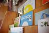 """Kumo no pukapuka"" (Eric Flexyourhead) Tags: nishinari nishinariku 西成区 osaka osakashi 大阪市 kansai 関西地方 japan 日本 city urban detail fragment school primaryschool elementaryschool gradeschool books childrensbooks bookshelf japanese hiragana shallowdepthoffield sonyalphaa7 zeisssonnartfe35mmf28za zeiss 35mmf28"